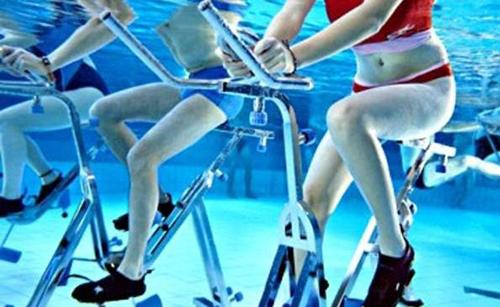 l 39 aquabike sur la ville de villenave d ornon aqualigne 6 clubs de sport sur bordeaux m tropole. Black Bedroom Furniture Sets. Home Design Ideas